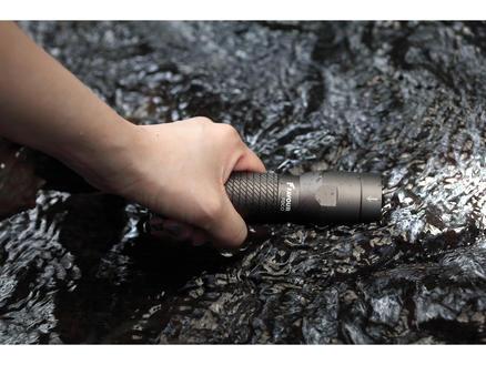 Favour Foco T1921 lampe torche noir