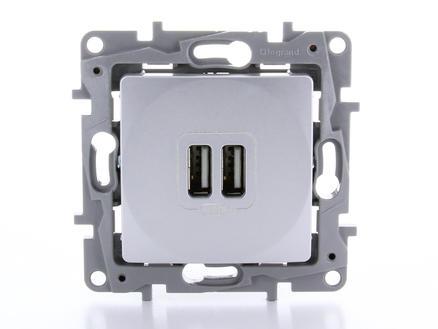 Legrand Prise Niloé avec 2 chargeurs USB aluminium