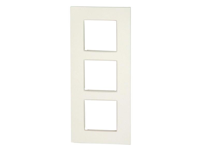 Niko plaque de recouvrement triple vertical Intense white
