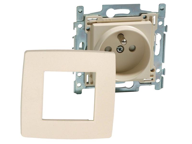 Niko prises avec broche de terre 28,5mm avec plaques Original Cream 3 pièces